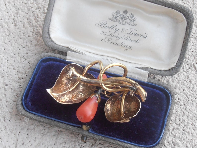 Dimensional Etched Leaves Victorian 14K Gold Red Coral Floral Brooch 8.3 grams