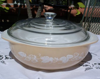 Vintage Pyrex Berries 024 Casserole Dish with Lid