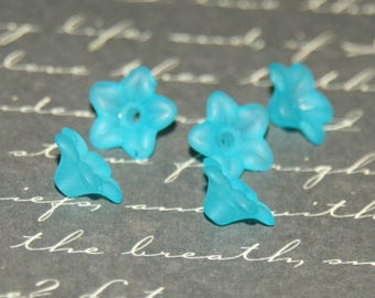 5 beads 9mm lagoon blue lucite flowers