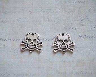 2 connectors 17x17mm silvered metal skull