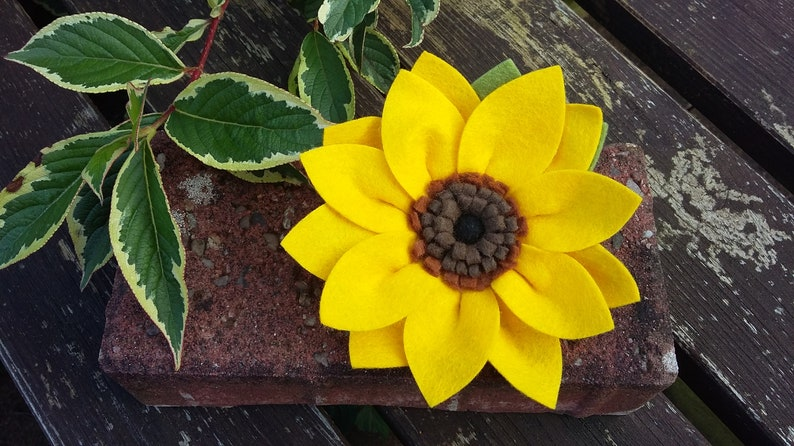 Sunflower Brooch felt flowerbroochsunflowerfloral image 0