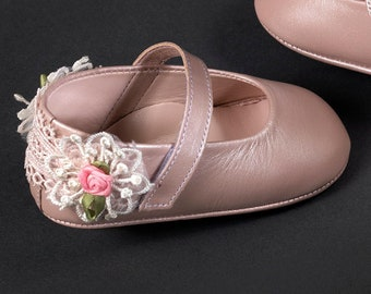 Butterfly feathers shoes Leather baby girl shoes White shoes Baby wedding shoes Baptism shoes Unique gift size 3 4 5 6 US EU Princess shoes