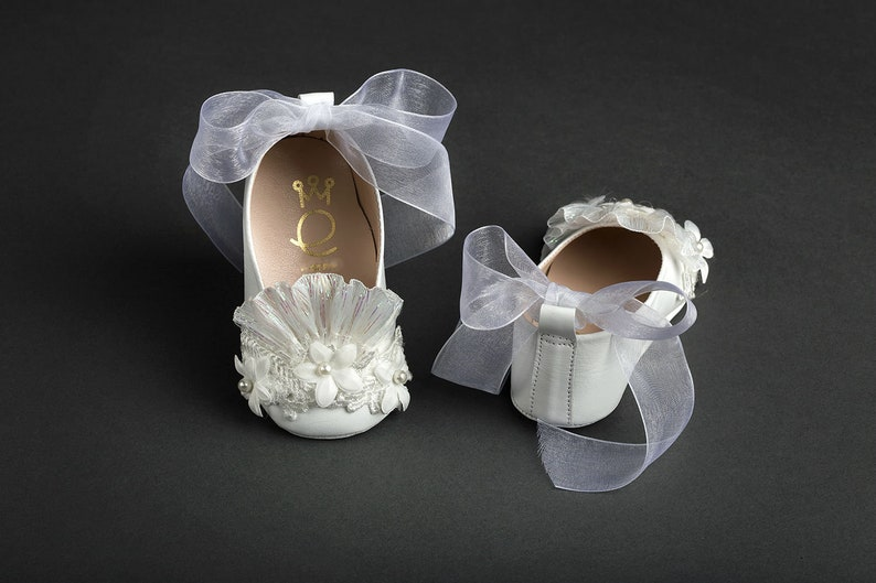 476a6f51876cb Elegant crib shoes Leather Lace Pearls Baby girl handmade shoes Baby luxury  wedding New born baptism shoes White mini size 1 2 3 4 US EU