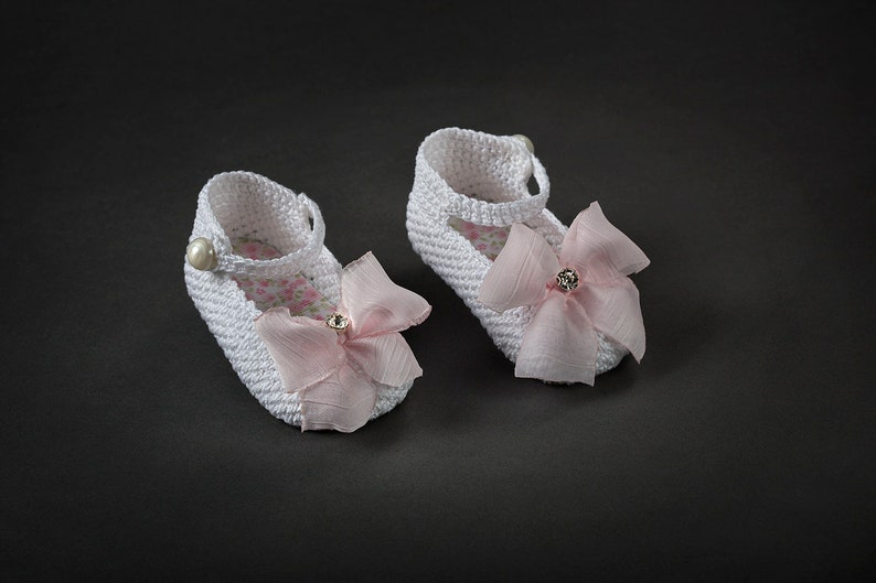 6729252a5ec11 Best gifts Knitted baby girl shoes rhinestone White Ivory Crib shoes  Handmade New born Infant baptism shoes size 2 3 4 US EU Kids shoes