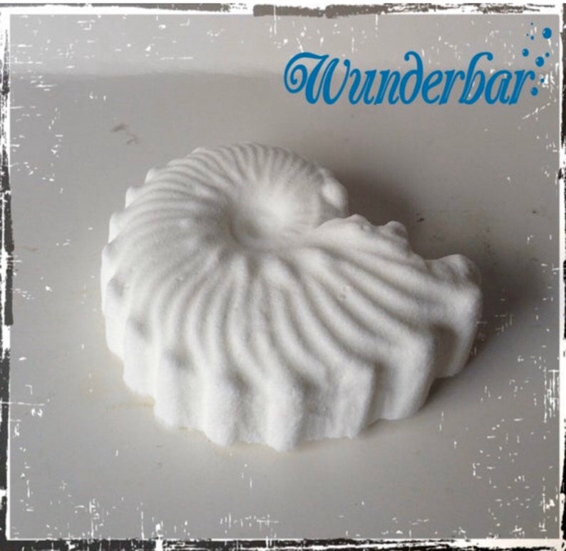 Peppermint Aromatherapy Shower Bomb image 0