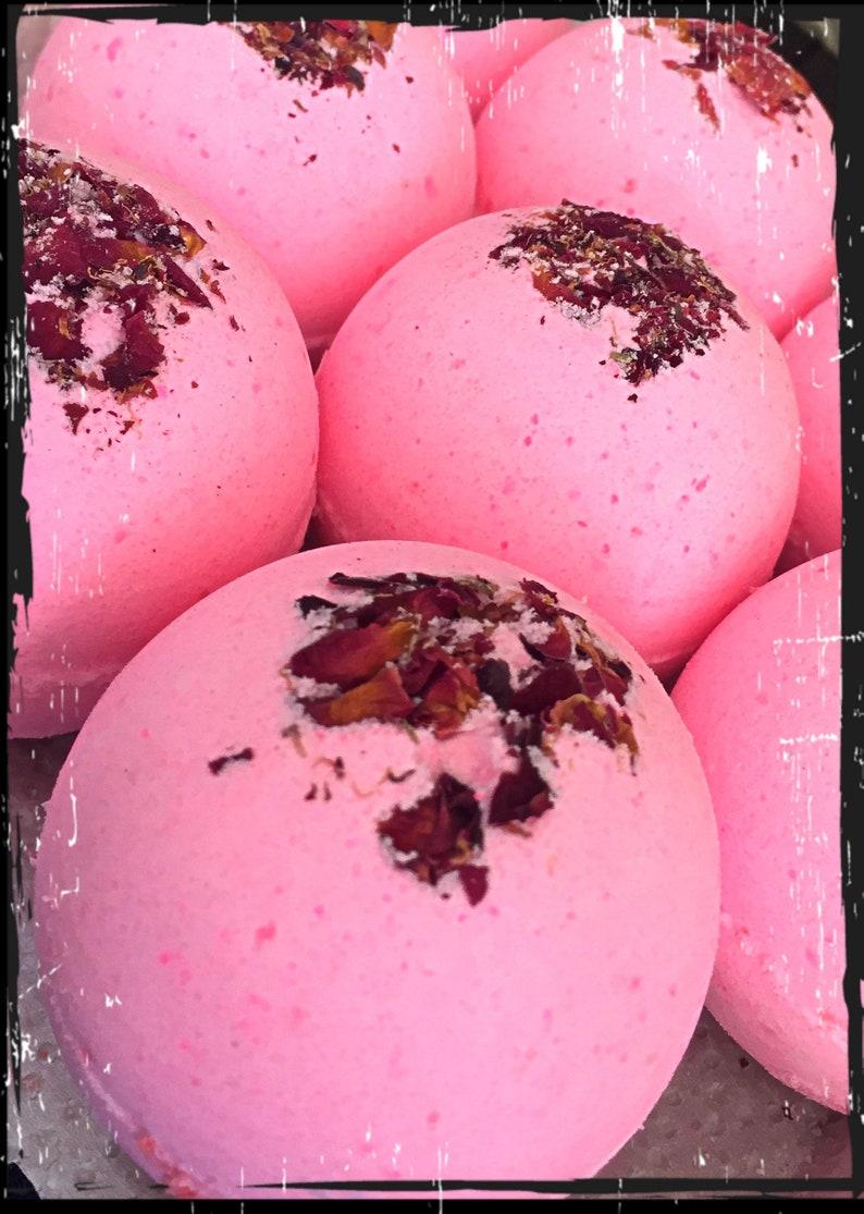 Rose Garden Bath Bomb image 0