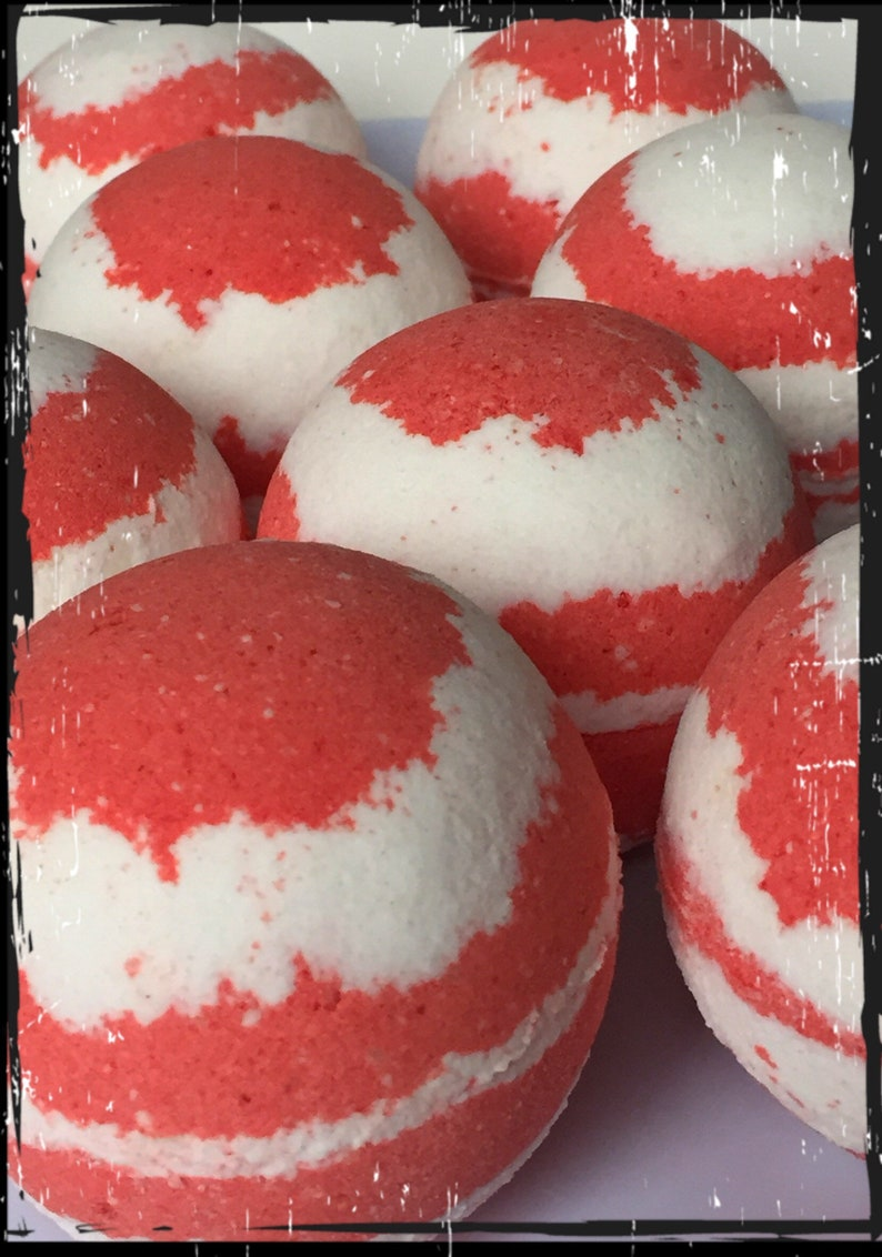 Peppermint Candy Cane Bath Bomb image 0