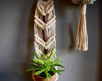 Baako - Handmade Mini Plant Hanger