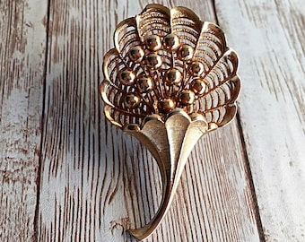 Vintage Gold Cornucopia Brooch, Ladies, Costume Jewelry, Filigree Brooch, Cornucopia Brooch, Lapel Pin, Ladies Fashion, Vintage Fashion