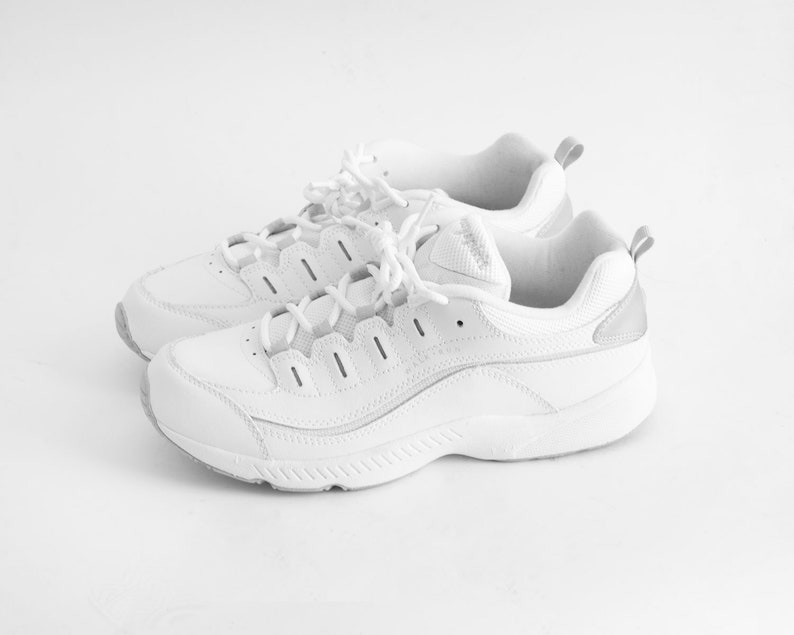 9928ff319bf79 90s White Chunky Sneakers / Size 10