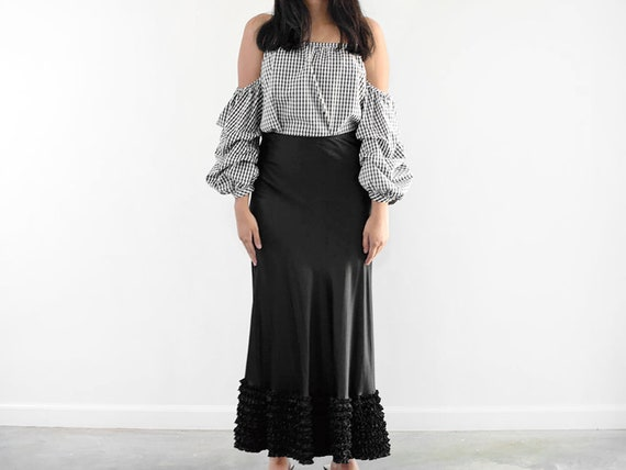 6e81a58646 90s Black Liquid Silk Ruffle Skirt   27 Waist