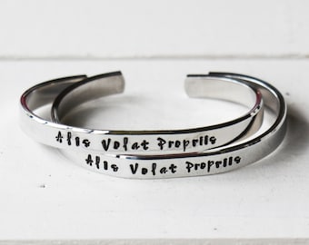 """Alis Volat Propriis - She flies with her own wings Skinny 1/4"""" Stacking Bracelet - Latin Quote Jewelry 