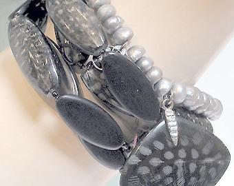 """French Bracelet """"Nature"""" 5 Strands Natural Shells Black"""