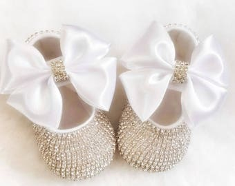 Handmade Swarovski Crystals Cute Baby Shoes in White  Luxury Baby Gift   Gifts for Baby Girl  Christmas Baby Gift  Christening Baby Shoes 5772c9fde
