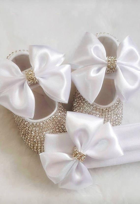 99f9a013852e Fait à la main cristaux Swarovski blanc Bow chaussons et   Etsy