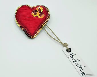 Brooch heart, heart brooch, red brooch, Valentine's day, valentine's day gift for her, fabric, luneville, embroidered jewelry