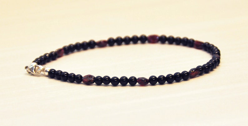 Strengthens All Relationships Commitment Romantic Love Gift for Her Protection Victory Peace of Mind Stone Black Onyx /& Red Garnet Anklet