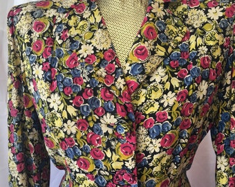 Vintage 1940s floral two pc suit, jacket and skirt , free shipping !