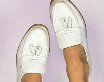 Vintage 80s White Leather Double Tassel Slip On Loafers Florsheim Size 8.5 Retro Pee Wee Herman Shoes