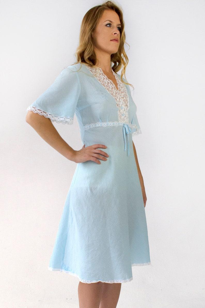 3181ff862e Sukienka z koronką na niebiesko-linia Krótki rękaw V-neck