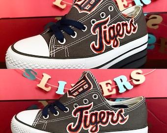 a4b6e7b45636a Baseball shoes   Etsy