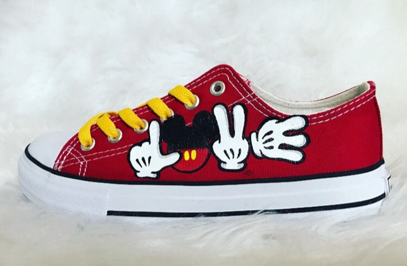 acd2b48667a552 Mickey mouse shoes mickey mouse Disney hand painted shoes