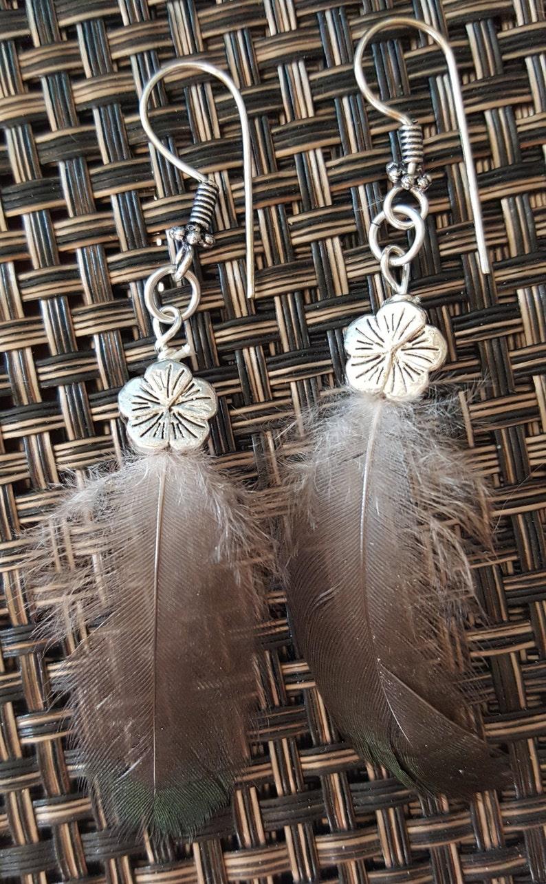 Spirit Nest Feather Set Silver Plumeria Flower Earrings /& Necklace 18