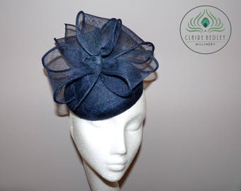 Navy sinamay cocktail hat - Blue pillbox hat - Navy fascinator - Blue bow  vintage hat - Ascot Derby races hat - Wedding hatinator ~ EVELYN c2b03a77291