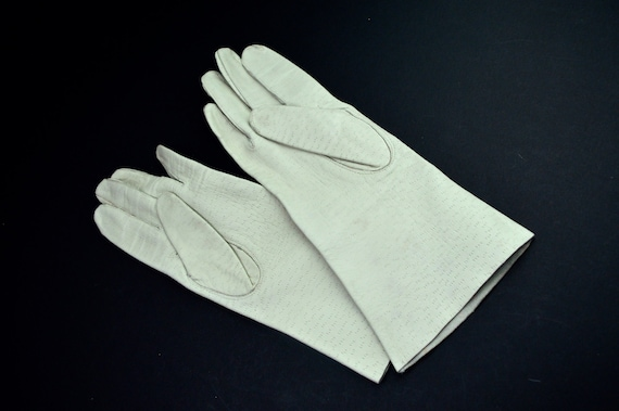 Gloves Pair of Gloves Vintage Cream Stitched Leath
