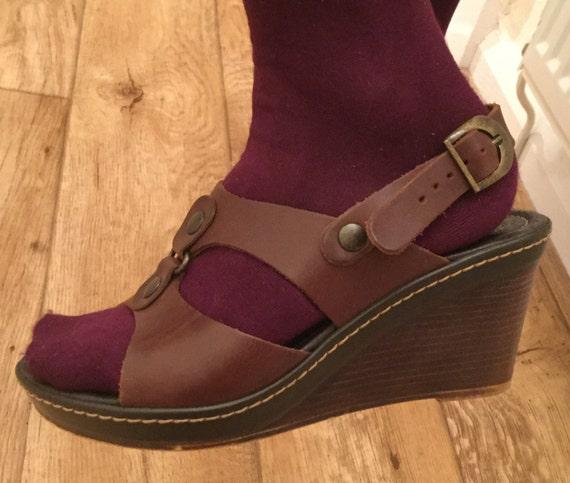 11bdf8ae21ee5 Gorgeous Vintage Brown Tan Tamaris Leather Wedge Sandals Shoes Size 36