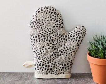 Oven Mitt, Black and Cream Floral, Kitchen Decor, Housewarming Gift, Best Friend Gift