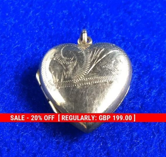 Vintage 9 Ct Gold Heart Locket decoratively engrav