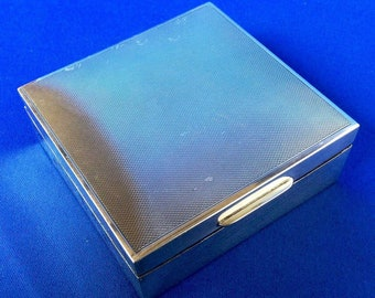 Mappin & Webb 1954 Hallmarked Silver Cigarette Box with Engine Tooled Top and Cedar Wood Lining.