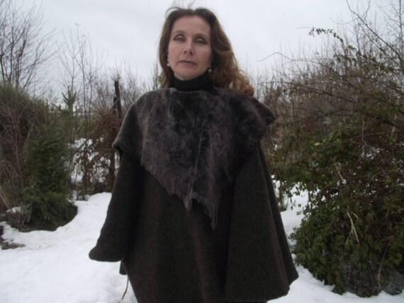 Mantello di lana medievale elfico marrone con collare di cuoio  830393d2ae6