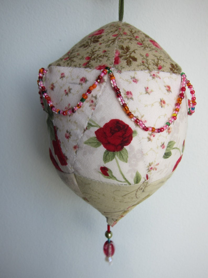 Roses and Spice Patchwork Ball Christmas Deco Libellchen image 0