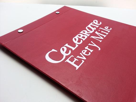 Porte dossard de course Mile - célébrer chaque Mile course - livre relié à la main pour les coureurs - Bordeaux et blanc c1601d