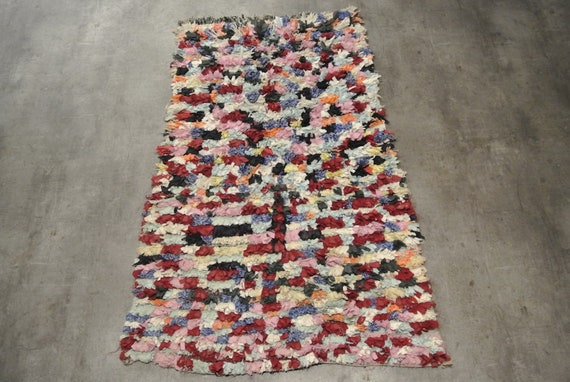 Vintage Moroccan Boucherouite Rag Rug in Soft Pink Blue Burgundy Wild Patterns - 30,7''& 37,8'' x 57,87''