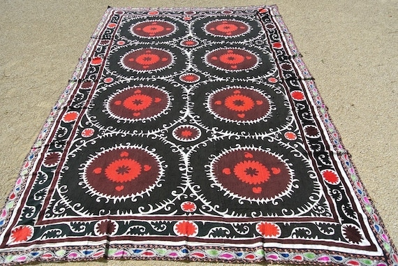 Vintage Uzbek Suzani, Embroidered Central Asian Textile, Red and Black Samarkand Suzani / 93,3'' x 155,9''