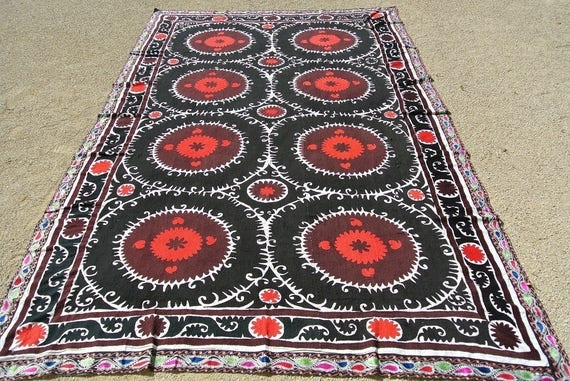 Vintage Uzbek Suzani, Embroidered Central Asian Textile, Red and Black Samarkand Suzani / 93,3'' x 155,9'' – 237 x 396 cm