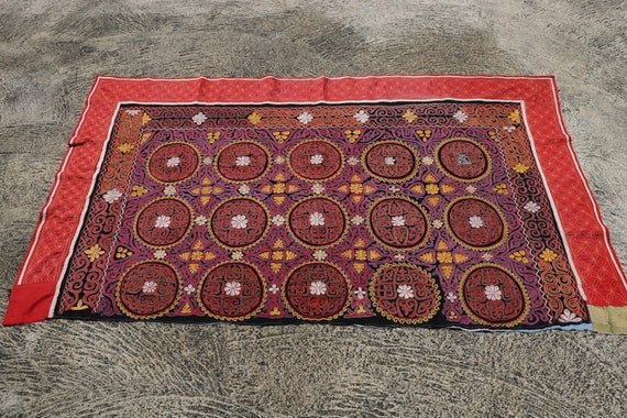Vintage Central Asia Red and Pink Tribal Yurt Embroidery, Handmade Wall Hanging / 46''x 80,3''