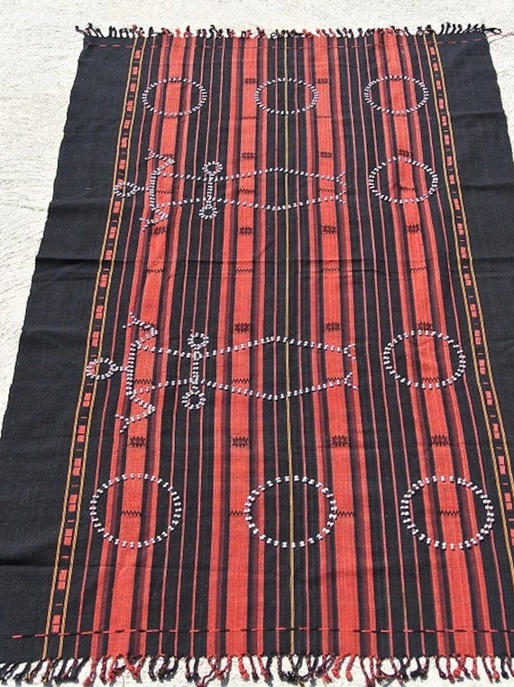 Tribal Naga hanging rectangular deep red and black striped Naga man cloth / 38,9'' x 65,7''