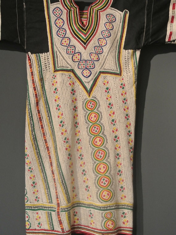 Vintage ethnic wedding woman's dress authentic tribal costume from Yemen / 43,3''x 45,27''