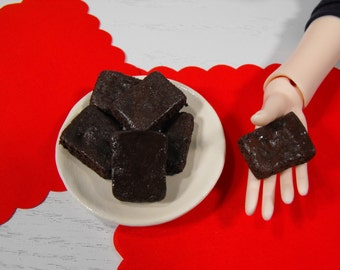 1/3 Scale Brownie Plate for SD BJD - Old-fashioned Chocolate Brownies