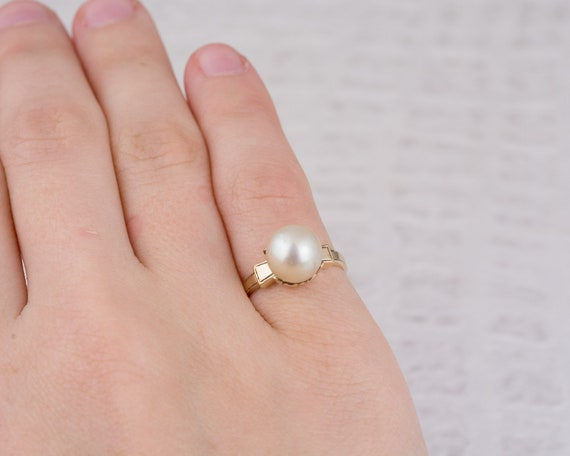 Vintage Solitaire White Pearl Ring in Yellow Gold - image 6