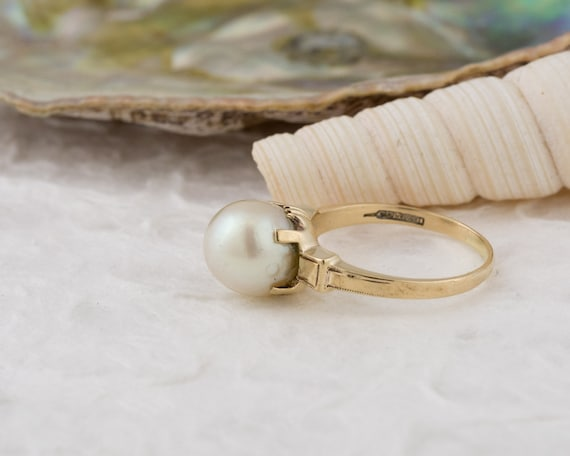 Vintage Solitaire White Pearl Ring in Yellow Gold - image 3