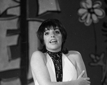 8.5x11 PHOTOGRAPH super cute Photo of Liza Minnelli as a very young girl doing BALLET   .