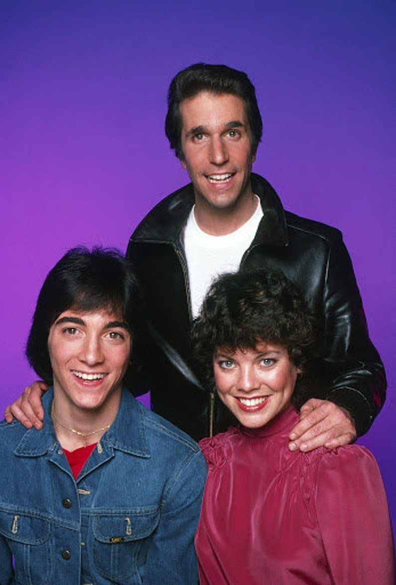the Cast of Happy Days   photo  8.5x11 inch  PHOTOGRAPH    Henry winkler  Joanie loves Chachi