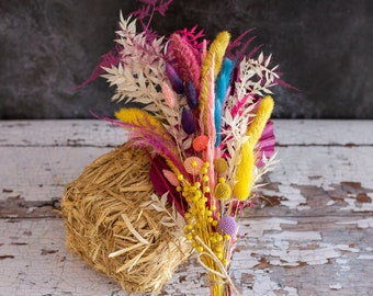 Vibrant Pop Grab and Go bouquet. A bunch of dried flowers, ideal to gift, for crafting or home decoration.