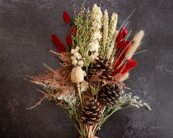 Christmas Dried flowers. Festive Natural Grab and Go bouquet, ideal to gift or for crafting, home or Christmas decoration.
