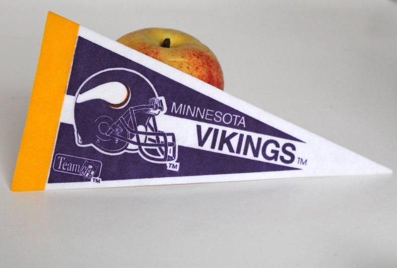 OAKLAND RAIDERS~BRAND NEW MINI 9 NFL TEAM SOUVENIR MINIATURE FOOTBALL PENNANT Vintage Sports Memorabilia Sports Mem, Cards & Fan Shop